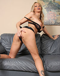 Black Dildo Julia Ann